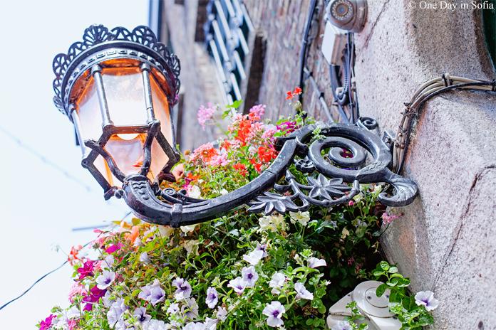 ornate street lantern Dublin