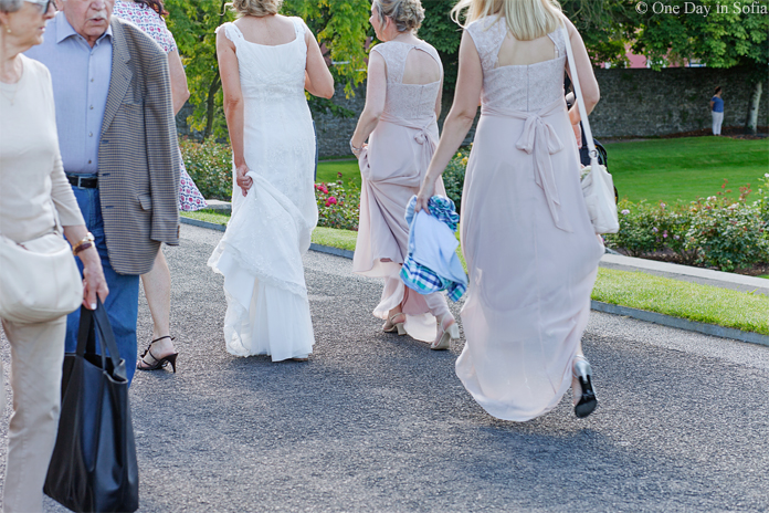 bride and bridesmaids at Kilkenny castle
