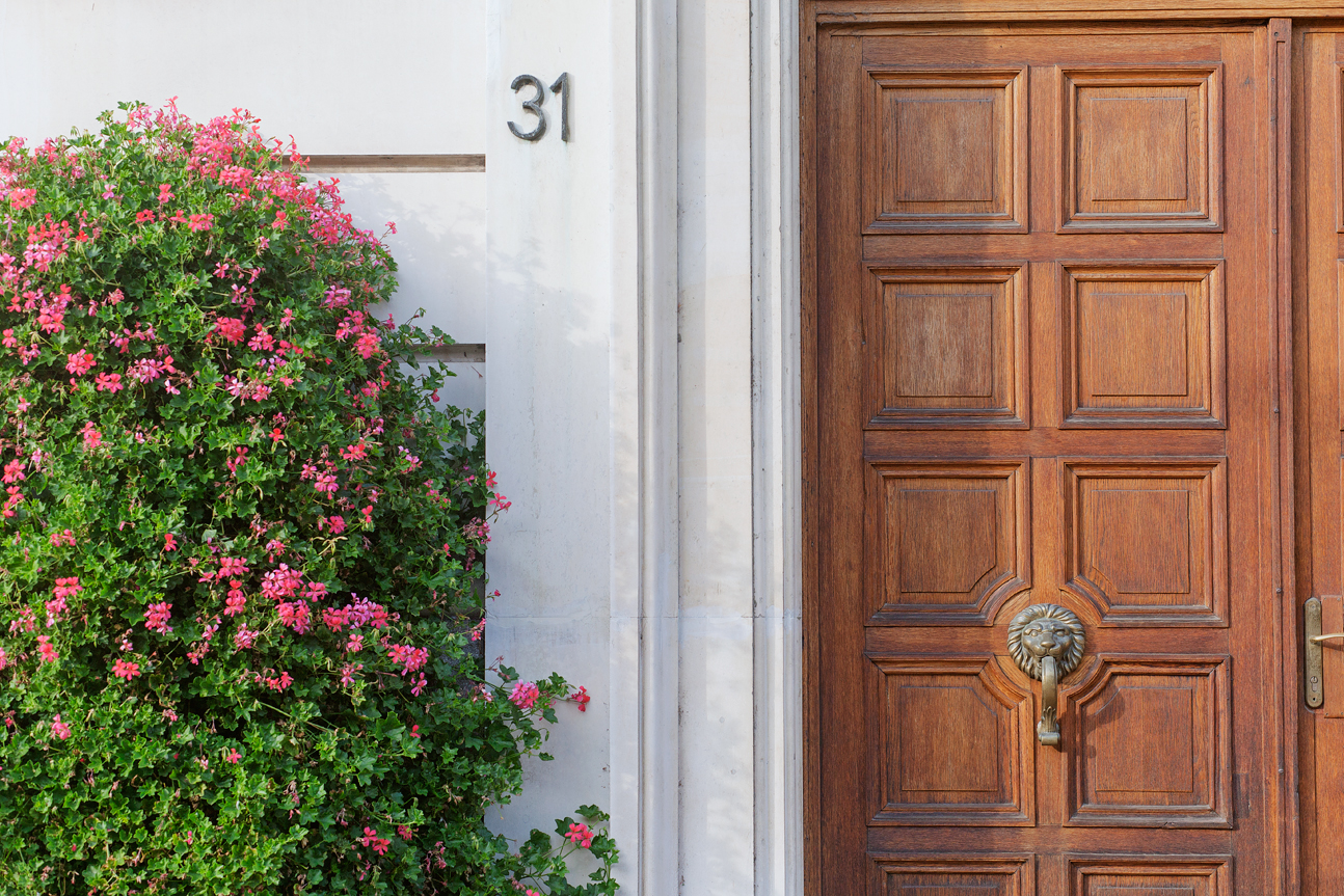 Sofia door and flowers