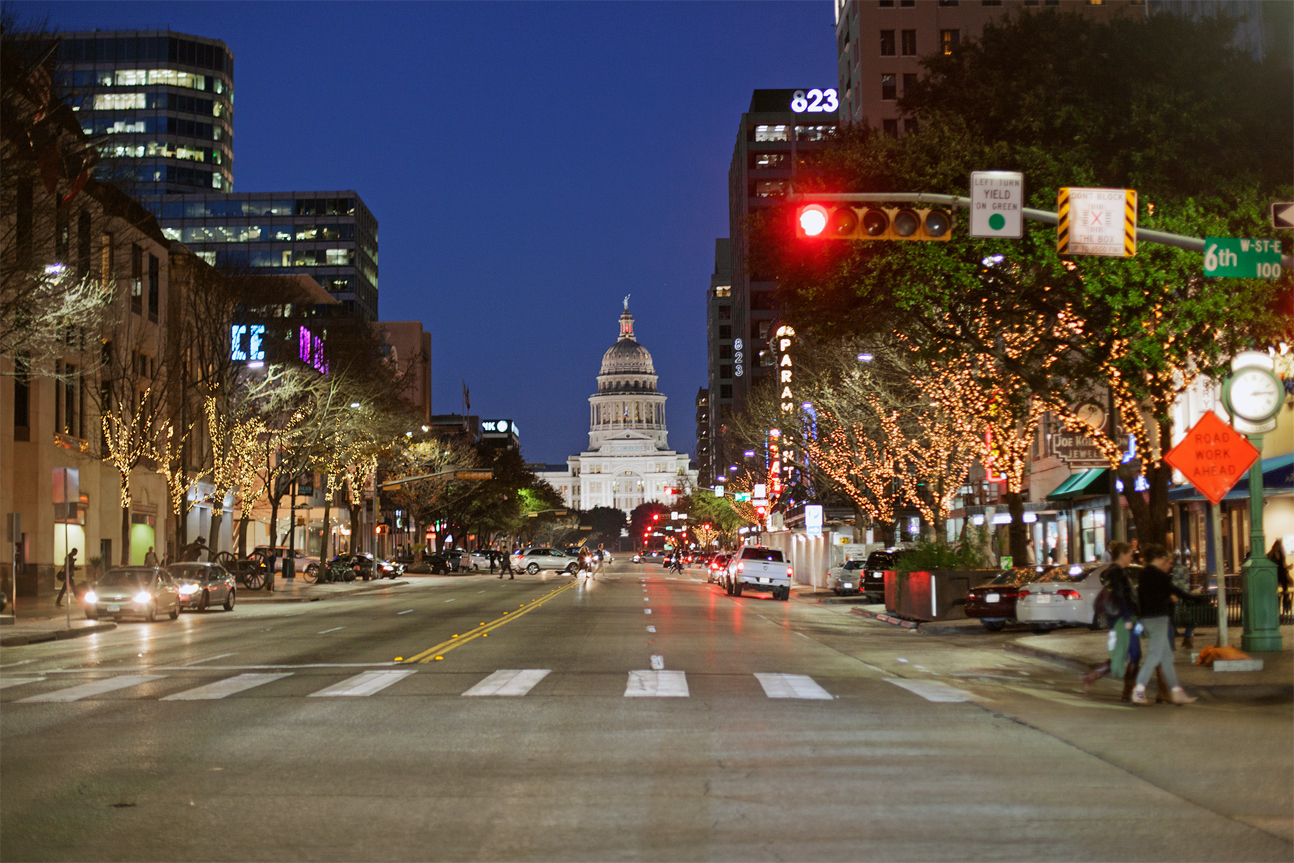 Congress avenue by night, Austin